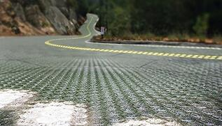 """美国人给66号公路铺上了太阳能面板 """"母亲之路"""""""