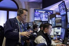 市场日益担心特朗普经济政策议程  周五美股小幅收低