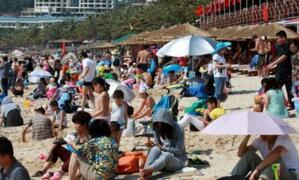"""中国""""超级假日""""第二天:全国共接待国内游客1.14亿人次"""