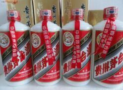 贵州茅台涨0.68%,报559.99元,市值超7000亿元人民币