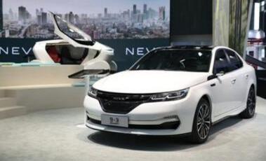 国能新能源首款纯电动汽车9-3天津驶下生产线