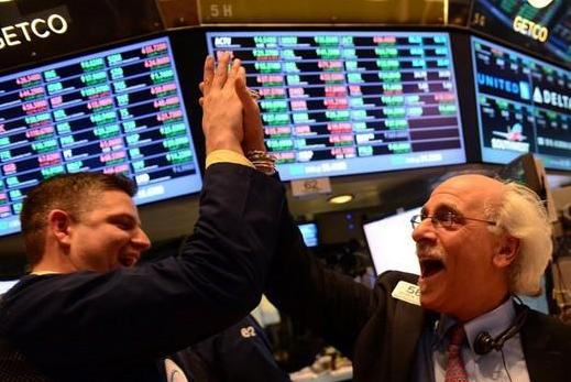 美国股市创2013年来最大年涨幅:道指全年25%涨幅 标普500全年收高19%
