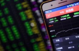 快讯:沪指小幅低开跌0.18%,报3415.59点 区块链涨幅居前