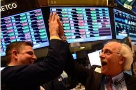 美股新闻:道指首次突破26000点,标普500指数首次突破2800点