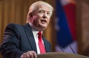 特朗普宣布将对美国进口的太阳能产品征收30%关税