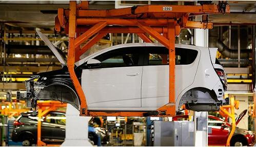 美国汽车厂商、制造业协会警告特朗普:加征关税将大幅提高国内汽车价格、拖累经济增长