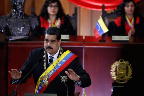 """委内瑞拉货膨胀率超过40,000% 玻利瓦尔像""""烫手山芋""""被抛弃"""