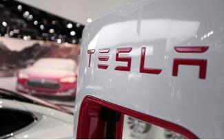 特斯拉把在中国销售的Model S和Model X型车售价提高2万美元