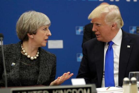 """白宫发言人:特朗普""""非常""""喜欢英国首相特蕾莎-梅"""