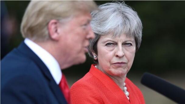"""特蕾莎·梅:特朗普建议她""""起诉""""欧盟,不是与欧盟就英国退欧协议进行谈判"""