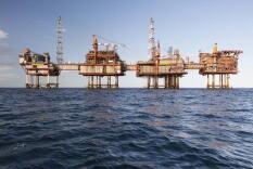 原油期货价格周三收高1%  美国国内原油库存意外攀升