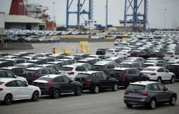 美国两党参议员提出议案 推迟特朗普的汽车关税做法