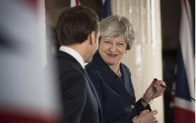 英国首相梅与法国总统马克龙进行会谈  寻求对退欧计划的支持