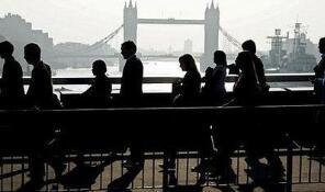 英国失业率降至43年来的新低  工资同比仅增长2.4%