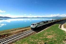 今年7月和8月,铁总大力组织开行旅游专列,共开行直通旅游专列200列