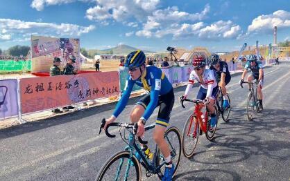 亚洲顶级公路越野赛在敖汉旗举行,荷兰西班牙选手分获男女精英赛冠军