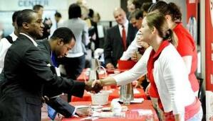 10月份美国经济增加25万个就业岗位 ,工资增长自经济衰退以来首次超过3%