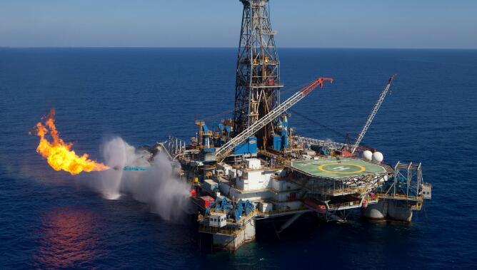 美国原油期货价格周四跌入熊市  连续第九个交易日下跌
