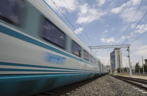 土耳其高速列车在安卡拉坠毁,造成至少4人死亡,数十人受伤