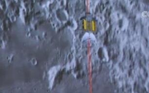 嫦娥四号成功着陆月背 传回世界首张近距拍摄月背影像图