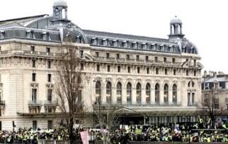 法国黄背心运动新年后人数大增 巴黎重现暴力