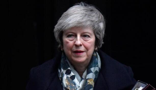 """英国首相特丽莎•梅政府遇新阻力:议会成员以303票对296票赞成修正""""财政法案"""""""