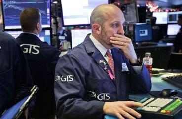 道琼斯工业平均指数在开盘时下跌114点  梅西百货股价下跌超过15%