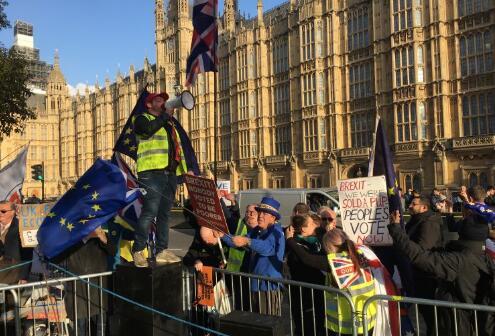 英国首相特雷莎·梅在英国退欧公投中惨败——现在发生了什么?