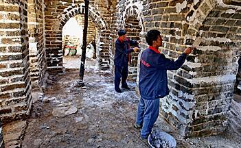 """中国制定长城保护总体规划 英媒关注如何""""修旧如旧"""""""