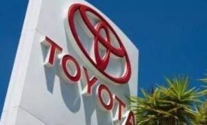 丰田汽车下调年度净利预测