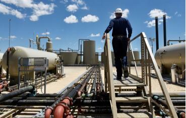 美国制裁,石油输出国组织(OPEC)供应减少,油价接近2019年高点