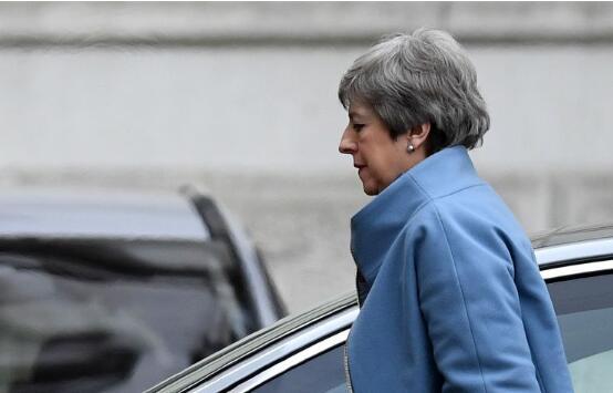 英国首相特蕾莎·梅要求英国脱欧推迟三个月
