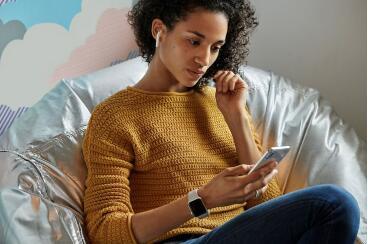 Apple宣布推出具有无线充电和语音控制功能的新AirPods