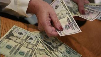 由于风险偏好恢复遏制收益率下降,美元持有涨幅
