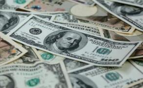 随着更多央行转向温和,美元上涨,美国国债收益率走低