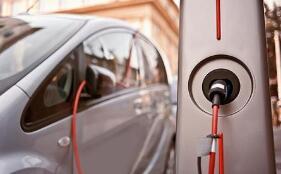 """新型""""智能插座"""":破解电动汽车充电难"""