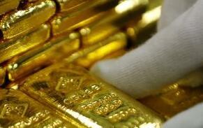 在美国就业数据公布之前黄金价格跌至10周低点