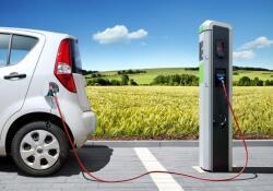 """首批进入市场新能源汽车电池进入""""退役""""期 回收利用产业规模不断扩大"""