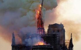 消防机器人参与扑救巴黎圣母院火灾