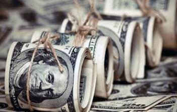 4月19日,人民币中间价报6.7043,下调132点