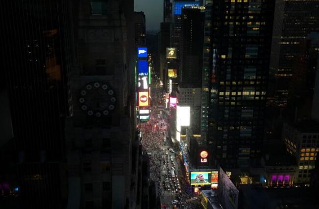 纽约曼哈顿星期六发生大规模停电事件  4万5千名客户断电