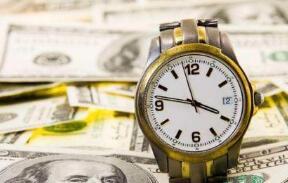 美国总统特朗普称,如果美国经济在未来下滑,美联储降息的成本要高得多