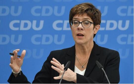德国新任国防部长克兰普-卡伦鲍尔提议增加军费受阻