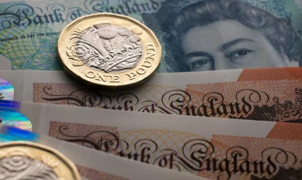 在欧盟的容克对英国脱欧协议持乐观态度之后,英镑飙升