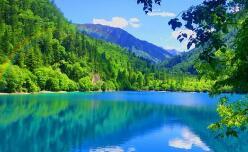 九寨沟景区每日游客最大限量增至8000人次