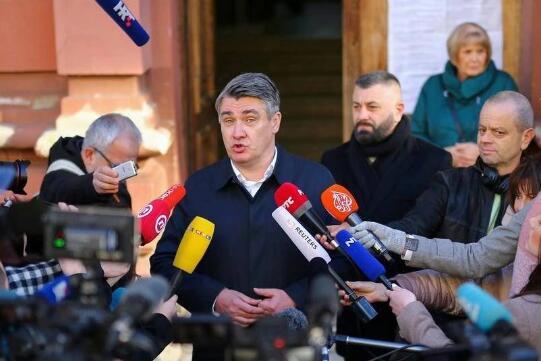 克罗地亚前总理米拉诺维奇当选新总统