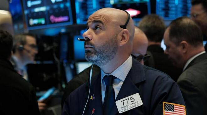 标普500指数首次突破3,300点,谷歌涨近1%市值突破万亿美元