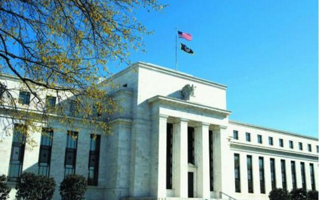 美联储保持利率稳定,确认对更高通胀的承诺