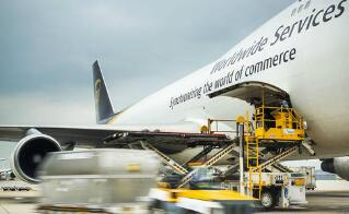 西媒评述:全球航空业面临两难境地