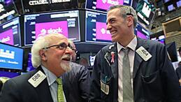 美股三大股指2月18日涨跌互现  道指跌逾160点,苹果跌近2%